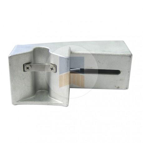 Boîtier V de réception en applique en Aluminium avec gâche pour serrure de portail coulissant en applique.